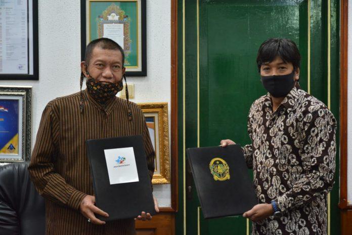 Walikota Yogyakarta Haryadi Suyuti dan Ketua Perkumpulan Jogja Creative Society. (Foto: WartaJogjaKota)
