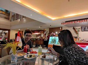 Menikmati menu Bakul Merapi Merbabu