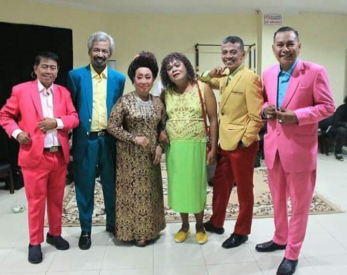 Wisben antoro saat tampil di Taman Ismail Marzuki (kanan) bersama beberapa pelawak kondang dari Yogya. (Foto: Suryayogya.com/Sawabi Chen)