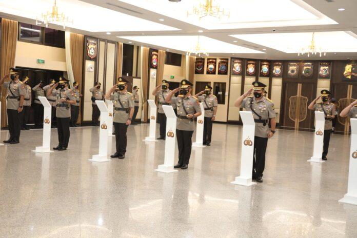 Pelantikan dan Sertijab delapan jabatan Kapolda dan tiga Koorsahli Kapolri, Kadiv Propam dan, Aslog Kapolri di Mabes Polri, Jakarta, Jumat (20/11/2020). Foto: Mabes Polri