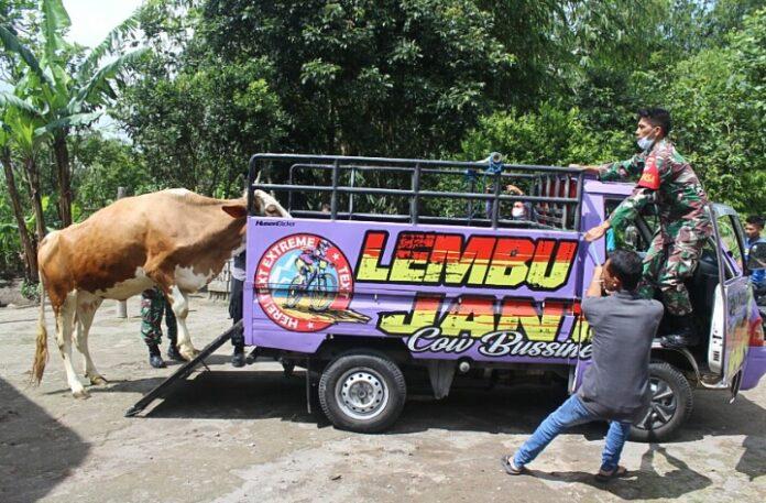 Koramil 01/ Cangkringan Kodim 0732/ Sleman bersama Kapanewon Cangkringan mengevakuasi hewan ternak sapi warga yang ada di desa rawan bncana salah satunya Dusun Kali Tengah Lor Kawasan Gunung Merapi.