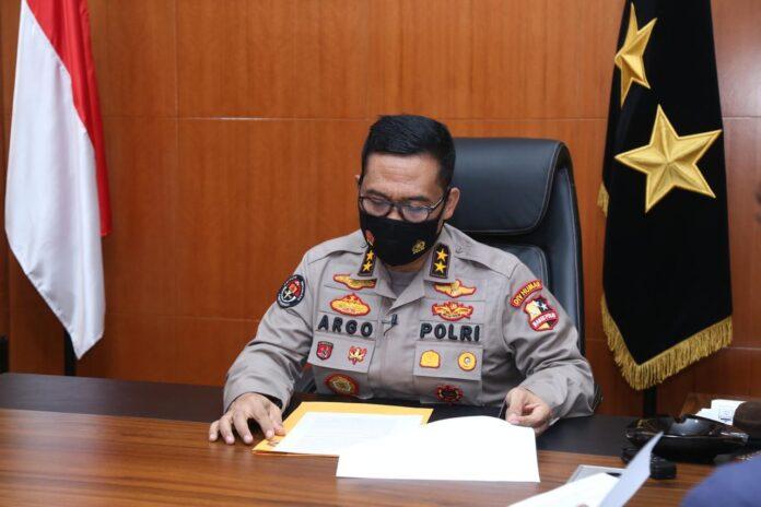 Kepala Divisi Humas Polri Irjen Pol Raden Prabowo Argo Yuwono mengatakan, jajaran Polri terutama Polda sekitar Sulawesi Barat mengirimkan sejumlah bantuan.
