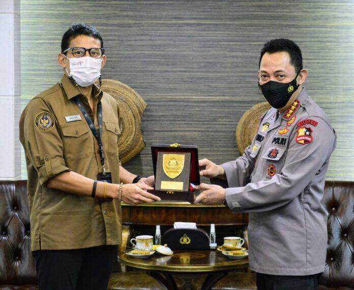 -Kapolri Jenderal Listyo Sigit Prabowo menyampaikan bahwa pertemuanya dengan Menteri Pariwisata dan Ekonomi Kreatif Sandiaga Uno membahas bagaimana menguatkan kembali lima destinasi super prioritas yang ada di Indonesia usai terdampak pandemi Covid-19 ini.