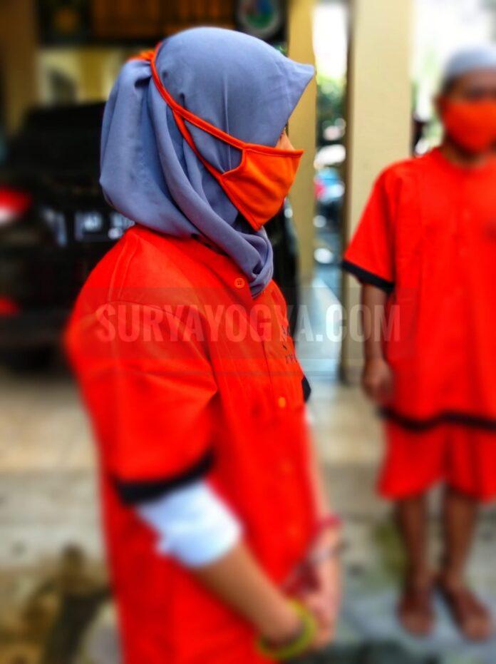 EP (38) wanita asal Karanganyar, Kebumen, Jawa Tengah pasalnya gara-gara memiliki narkoba jenis Sabu-sabu seberat 34,4 kini terancam pidana penjara. Foto: Gaga Sallo