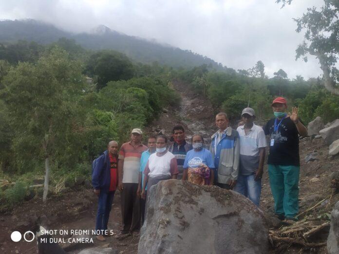 Koordinator Relawan Pancasila Sakti Bung Sila berada di lokasi banjir bandang dalam kegiatan misi kemanusiaan.