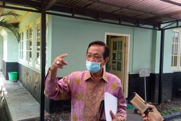 Gubernur DIY Sultan HB X di Kepatihan Kota Yogyakarta, Jumat (18/6/2021) jelaskan buka opsi lockdown. foto: net