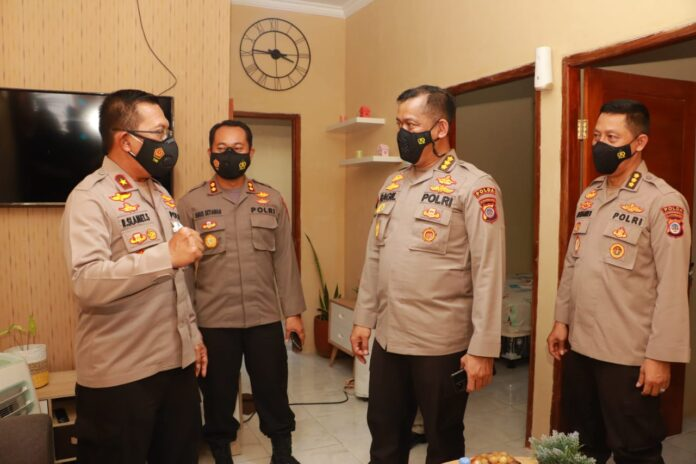 Wakapolda DIY Brigjen Pol R. Slamet Santoso didampingi pejabat utama Polda DIY meninjau perumahan Amelia Regency di Karangrejek, Wonosari, Gunungkidul, Jumat 4 Juni 2021